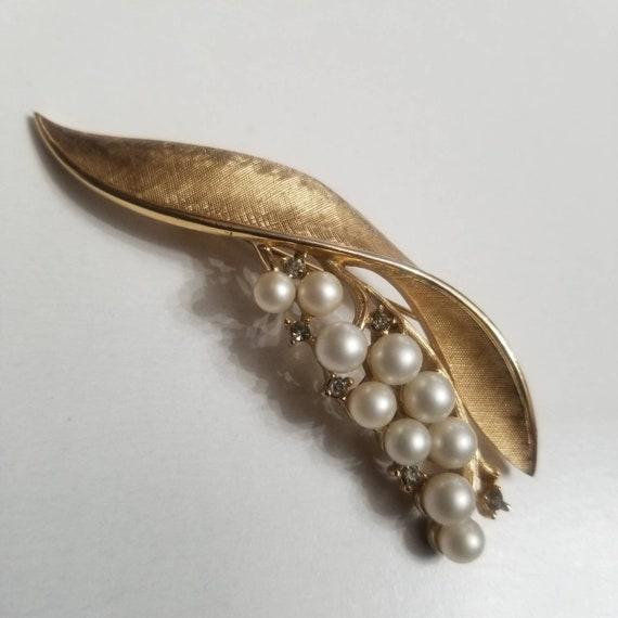 Crown Trifari Pearl Brooch - image 1