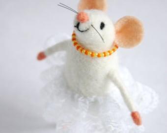 Felt mouse girl, Felt mice, Needle felted mouse, Holiday figurine, Cute mice figurine, Miniature mouse,Collectable woolen animal