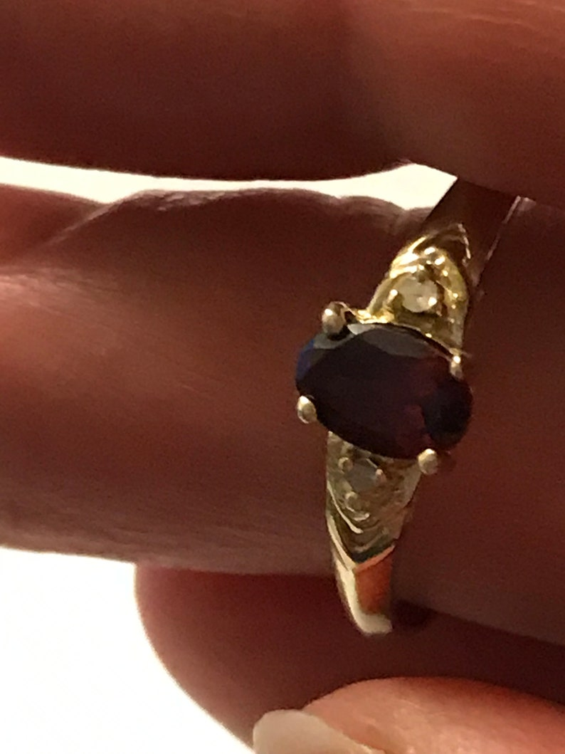 hallmarked 375 solid gold with gem set oval garnet and diamonds ring D 17.75 mm 9k