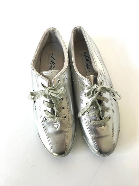 Women's Size 6 Vintage Silver L A GEAR Laceup Shoe