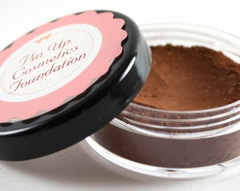 Pin Up Cosmetics Vegan Mineral Foundation in Hello Molly