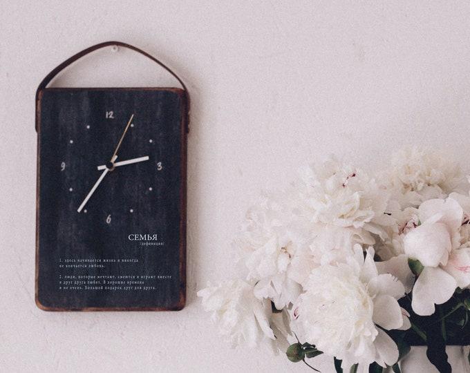 деревянные часы с описанием семьи