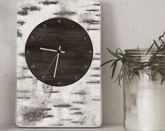 Pulkstenis ar bērza tekstūru