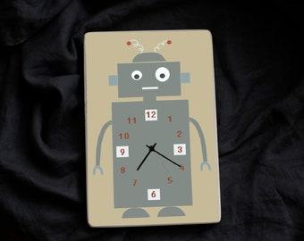 Sienas pulkstenis ar robotiņu