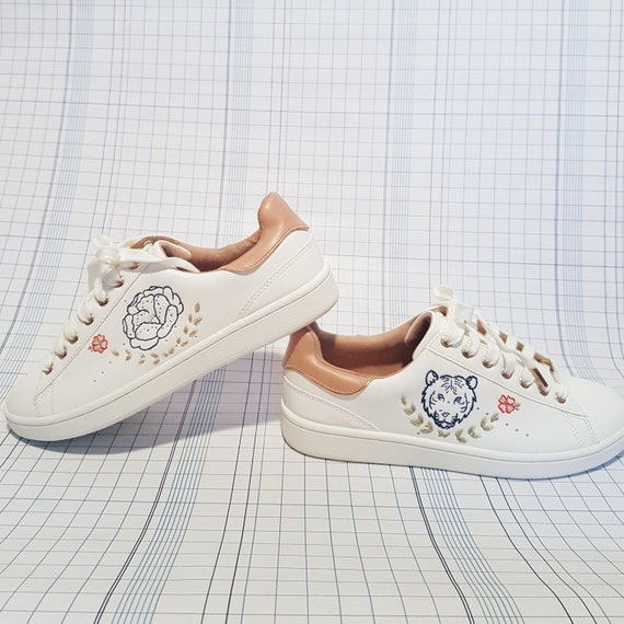 Sneakers style Stan Smith, Tiger and flower pattern hand embroidered