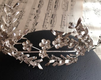 Vintage bridal crown, silver wedding crown, antique bridal jewelry, Boho tiara, bridal hair jewelry, ribbon, flower wreath, flower crown,