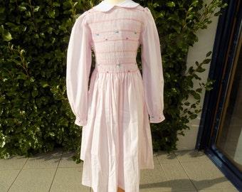 Onze robe Stanger things,robe à smocks fille,coton,rose,robe brodée main,smocks fait main,col peter pan,robe fille,déguisement,hallowenn