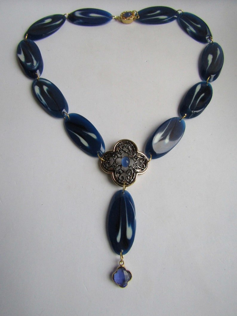 LC 18kt Vintage Galalith Slice Links and Alhambra Quatrefoil Centre with Blue Chalcedony Cabochon Necklace