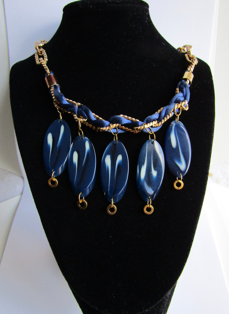 LC Vintage Galalith Marbled Links and Drops with Ribbon Threaded GP Chain and Threaded Clasp Pendants Necklace