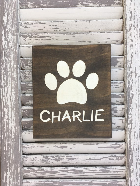 Paw Print sign with Name - Farmhouse Decor - Laser engraved and Painted - Pet Loss Gift - Cat Mom - Dog Mom - Tiered Tray - Farmhouse sign