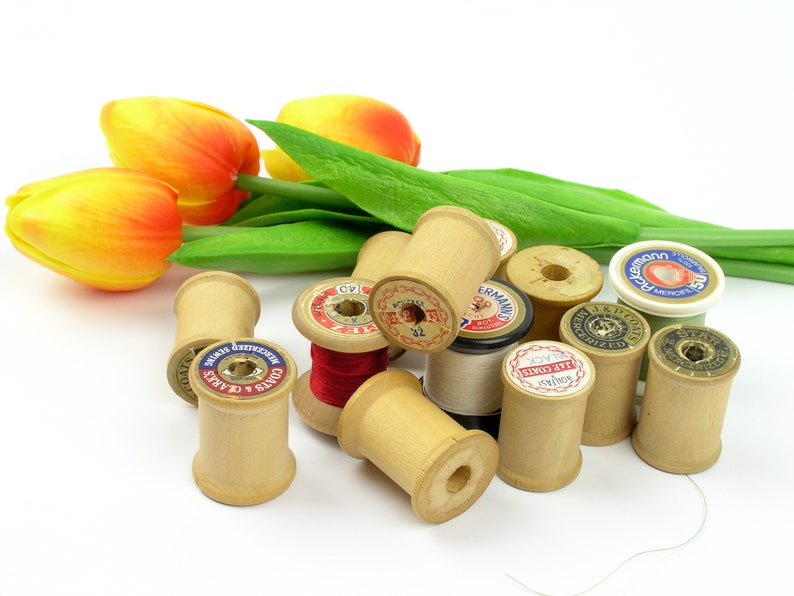 13 Vintage Wooden and Plastic Thread Spools ~ Home Decoration ~ Photo Prop ~ Crafts ~ Vintage Wooden Sewing Thread