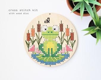 Frog at the Pond - Modern DIY Cross Stitch Kit - Wood Disk Cross Stitch Kit