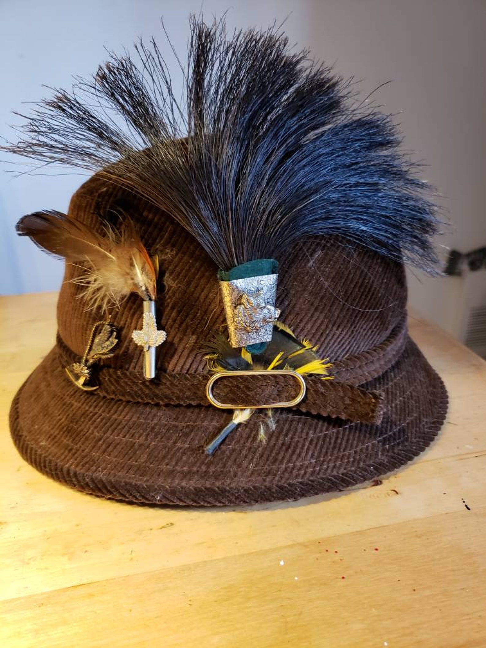 Mens Alpine hat with pins and wild boar brush brush