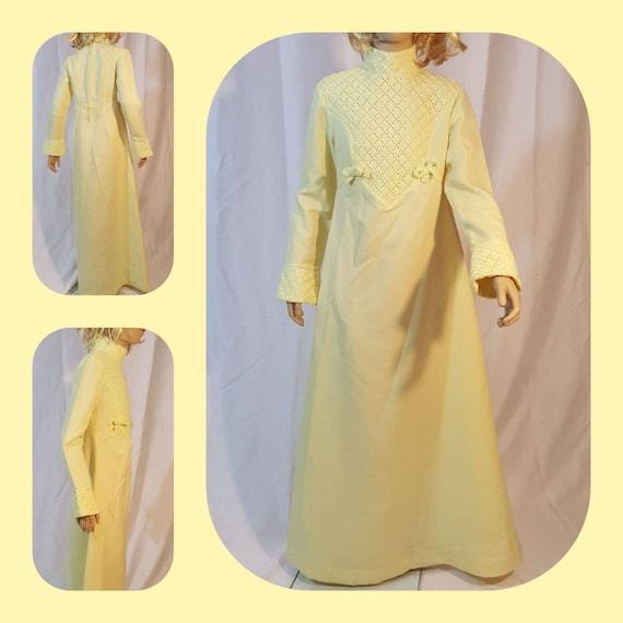 Girls 70s yellow maxi dress