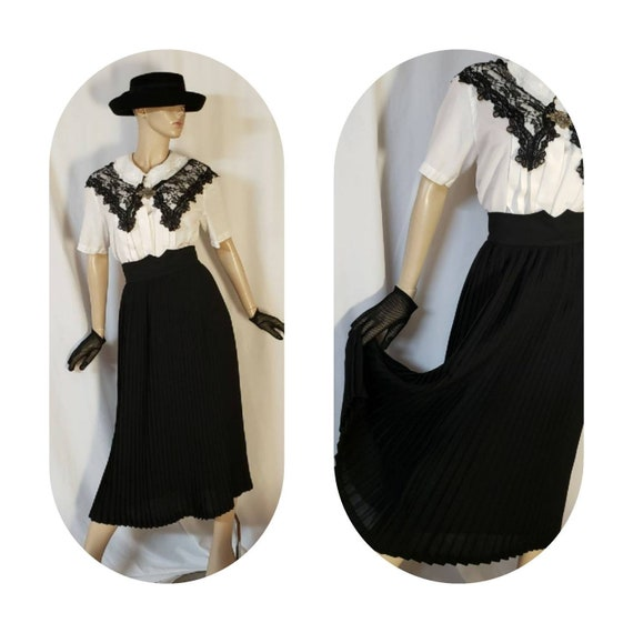 Black accordion pleated long skirt