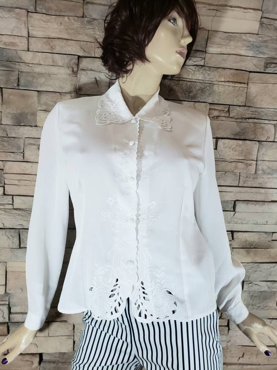 White Eyelet Lace Embroidered 70s Blouse - image 3