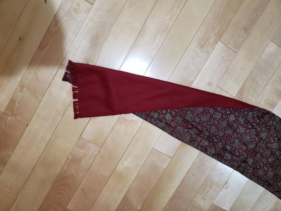 60s burgundy paisley print gentlemen scarf - image 9