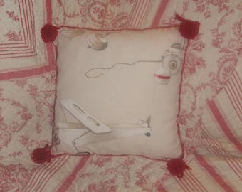 "Country chic Cushion cover""toys of yesteryear 2"" red, white and beige 40 by 40 cm"