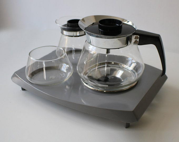 Boxed 1960s Pyrex coffee and tea set with warming tray, sugar basin, 2 jugs