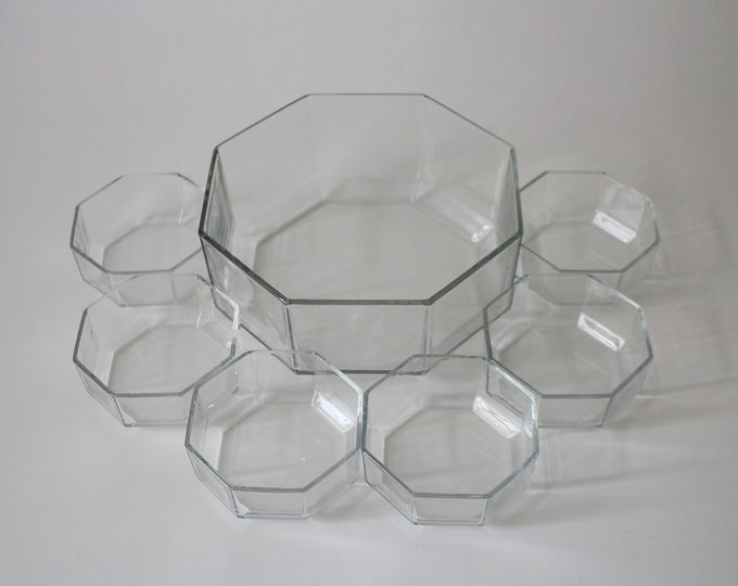 1980s Octime clear glass dessert set comprising large serving / fruit bowl and 6 dessert bowls made by Arcoroc