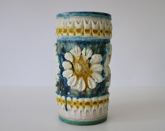 Mid century Italian relief vase - ceramic - Nuovo Rinascimento - hand made