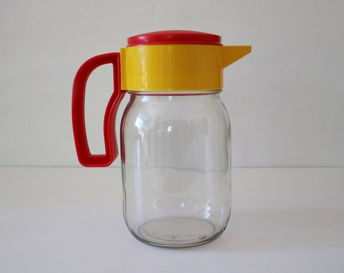 90s Memphis style glass and plastic jug - Solmaz Mercan