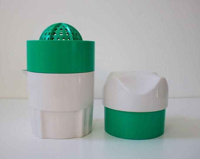 Vintage juice citrus squeezer green and off white plastic - 1980s