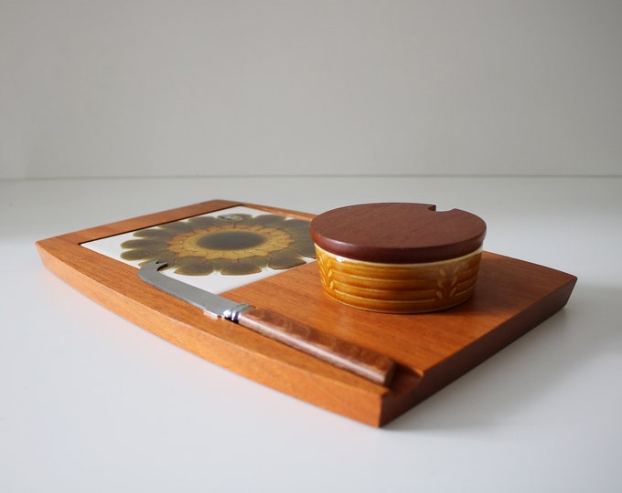 1970s Alan Wallwork, Wyncraft, Sheffield and Crown Devon collaboration - cheese / bread board and pickle / jam pot