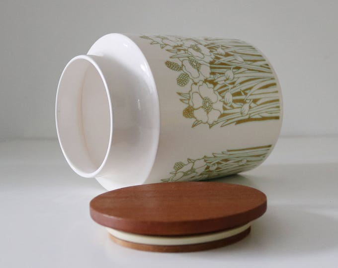Hornsea Fleur ceramic container (large) with teak lid
