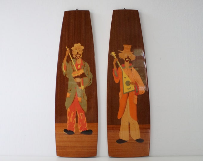 Pair of Italian Sorrento marquetry wall plaques from the 70s featuring musical clowns.