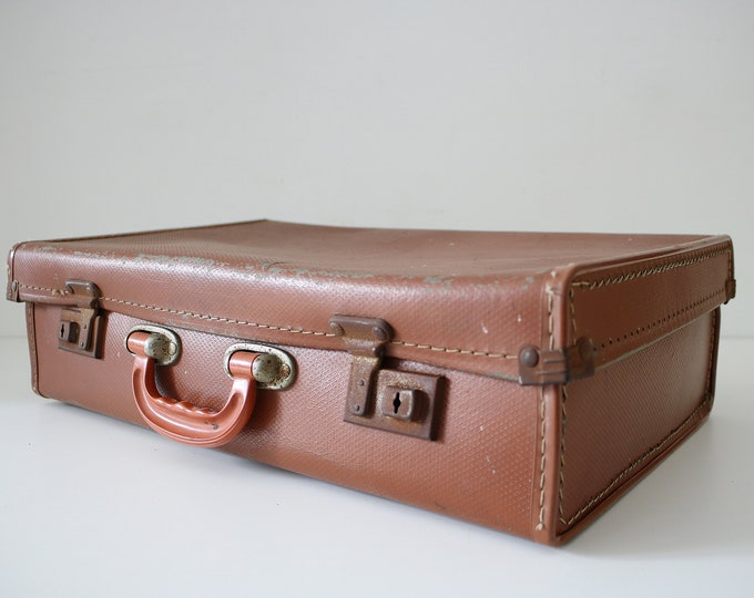 1930s tan brown overnight case briefcase faux leather fibreboard with dark orange bakelite handle