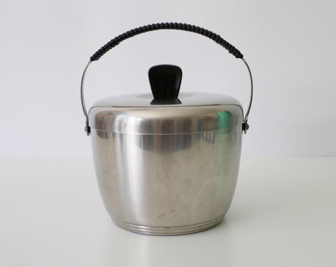 Swedish mid century Is-Sissi ice bucket designed by Adam Thylstrup in the 1950s for Nilsjohan