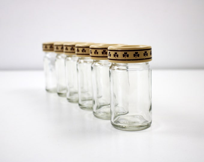 Clover glass spice jars by St Michael 1970s for herbs, spices and condiments. Plastic lids.