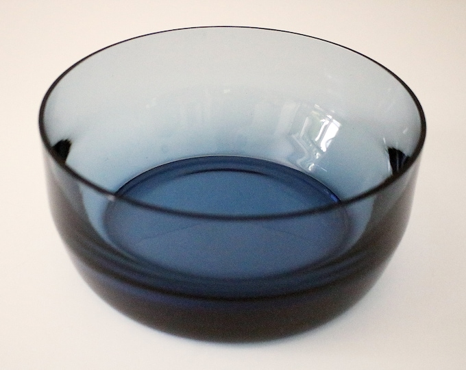1980s heavy based blue glass fruit bowl / serving dish