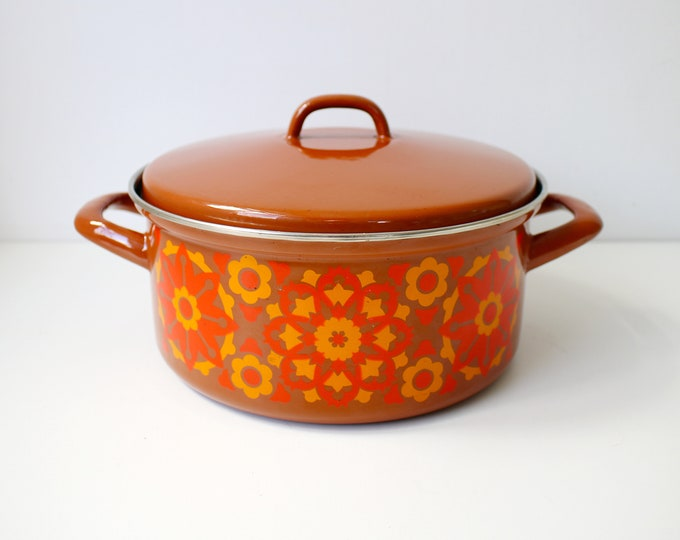 1970s enamel casserole pan / saucepan with flower power design and lid