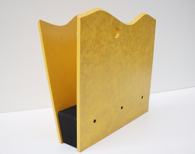 Rare Memphis style 1980s magazine rack vinyl record holder storage. Wave design mottled yellow and black