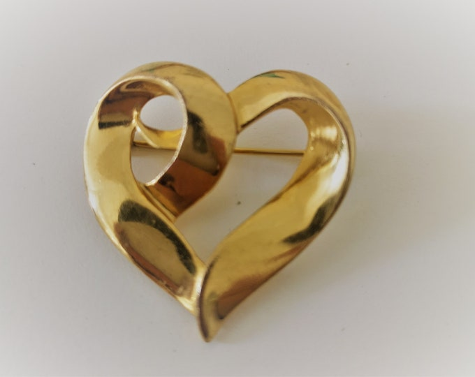 Vintage gold heart brooch by Napier