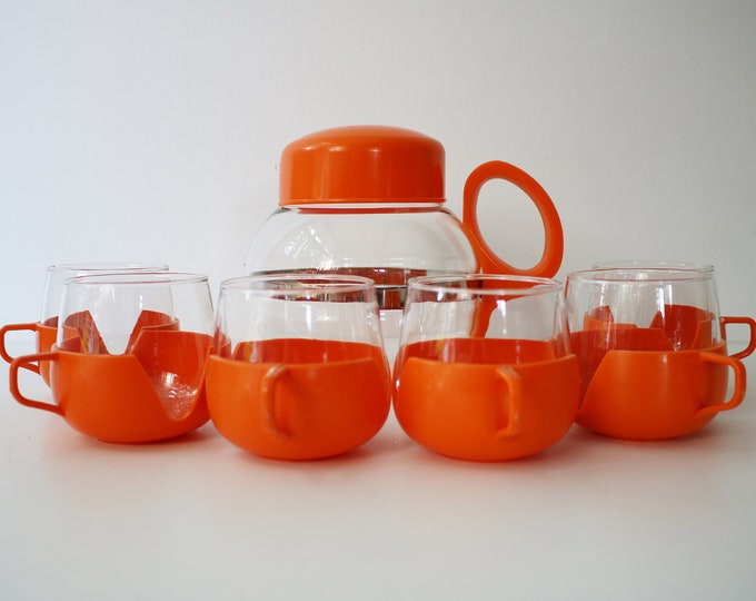 Rare Dutch mid century 60s 70s juice jug with silver trim and 6 drinkups cups in bright orange plastic and glass