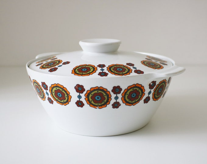 1960s 70s casserole dish with flower power design - made by Alfred Meakin