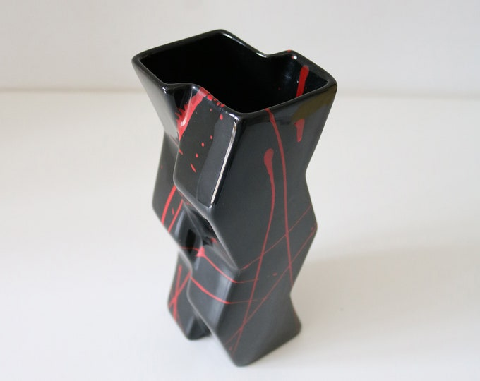 1980's post modernist geometric red and black abstract ceramic vase by Side Step