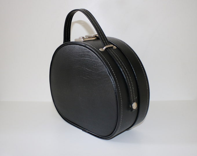 Sweet 60s 70s vanity case / makeup storage bag overnight luggage in black faux leather
