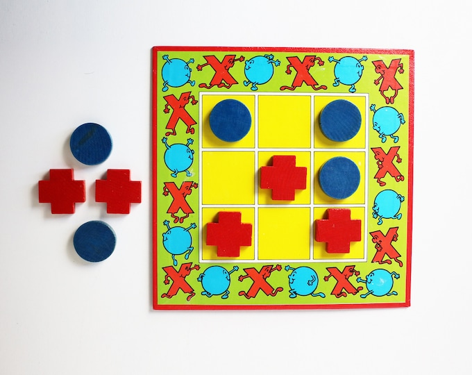 1980s Tic Tac Toe / noughts and crosses / three in a row -  boxed game - wooden pieces
