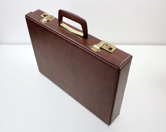 Brown faux leather / vinyl 35mm photographic slide carry case box - up to 400 slides.