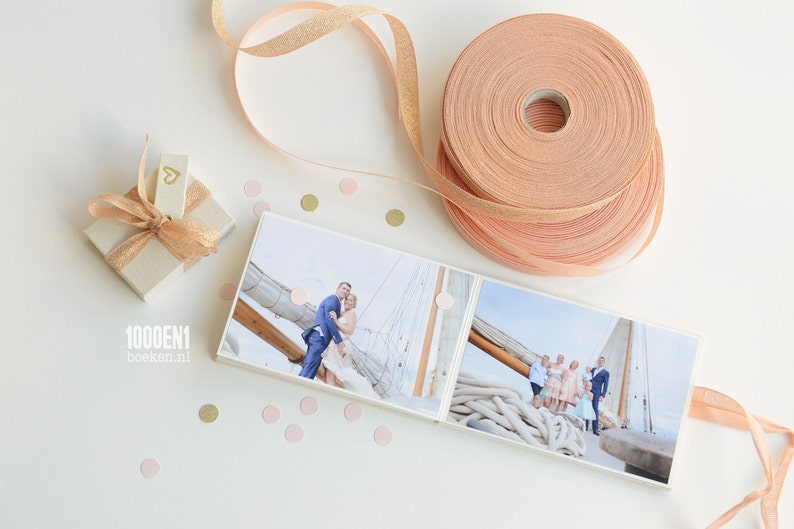 Accordion album natural linen with ribbon of your choice image 0