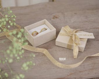 Personalized ring box with tag