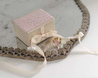 Personalized ring box with lace