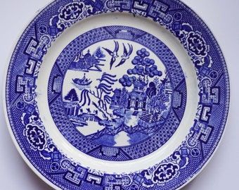 """Discontinued Homer Laughlin Blue Willow Pattern L56N6 Salad/Luncheon Plate 9"""" c1943"""