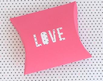 "Pillow Box ""LOVE"" die cut - SVG and DXF Cut Files - for Cricut, Silhouette, Die Cut Machines / packaging / paper cut // #P16"