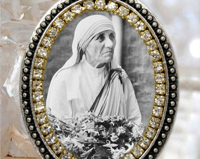 Saint Teresa of Calcutta Handmade Necklace Catholic Christian Religious Jewelry Medal Pendant Madre Teresa of Calcutta