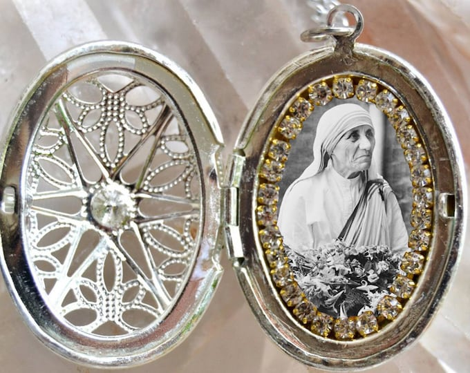 Saint Mother Teresa of Calcutta Handmade Necklace Catholic Christian Religious Jewelry Medal Pendant Madre Teresa of Calcutta